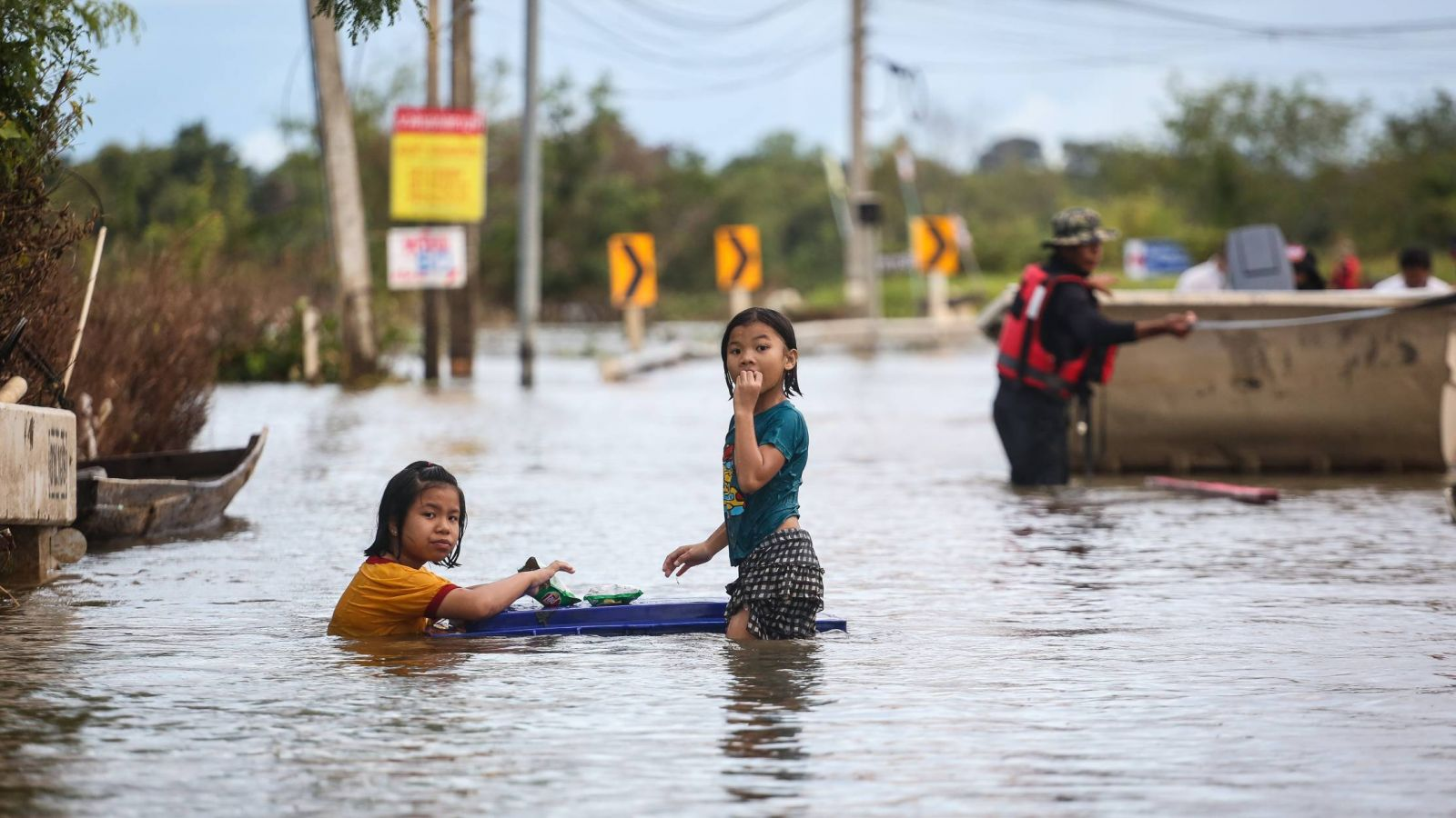 Over 19,000 children are affected by the flood in Ubon Ratchathani
